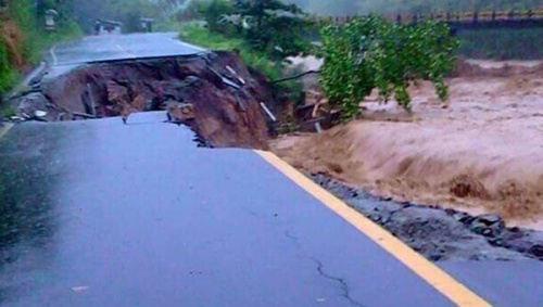 "Flooding in Dominica during Tropical Storm Erika. Experts say the Caribbean is already reeling from more intense storms. This content was originally published by teleSUR at the following address: ""http://www.telesurtv.net/english/news/Caribbean-Nations-Threatens-to-Walk-from-Paris-Climate-Talks-20150928-0008.html"". If you intend to use it, please cite the source and provide a link to the original article. www.teleSURtv.net/english"
