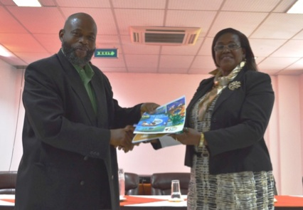 Symbolical Handing over of toolkit material (left: Hon. Minister Roland Bhola, right: Mrs. Maria Charles-Viechweg, Ministry of Education)